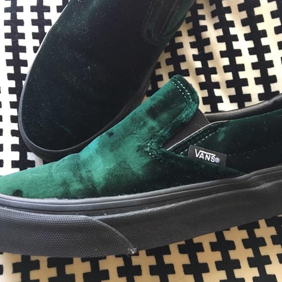 b558950ac91f Vans classic slip on green velvet. M 5a61ff163800c5b67be93577